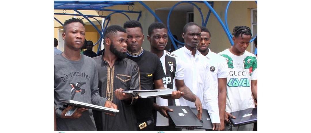 EFCC Arrests rapper Doraldo, 10 others for fraud