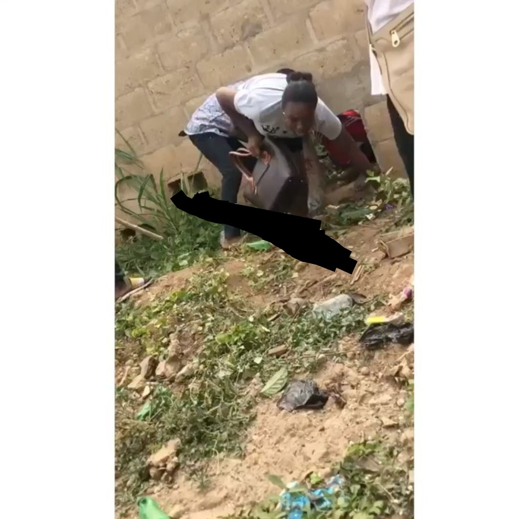 Stabbing: Ibadan Polytechnic Students Fleeing Through A Hole