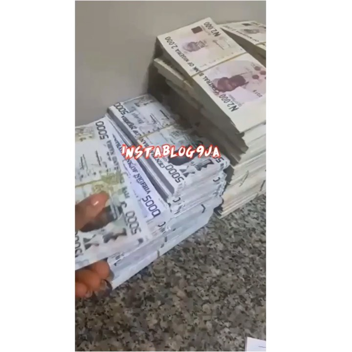 Customer Fakes Madness After Attempting To Deposit N17m Fake Currency Notes In Orlu, Imo State (video)