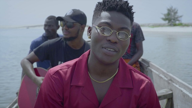 [Video] Reekado Banks - Rora (Acoustic Version)